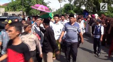 Guru honorer bernama Budi Cahyanto ini, akhirnya meninggal di RSUD Dokter Soetomo Surabaya karena ada pembuluh saraf yang pecah.