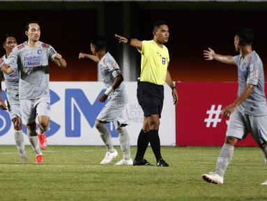 Bukan hanya gol perdana, pertandingan ini juga merupakan debut bagi Ezra Walian yang merupakan pemain naturalisasi. (Bola.com/Ikhwan Yanuar)