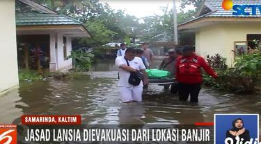 Evakuasi jasad dilakukan petugas gabungan PMI, Tagana, dan PKPU dari Panti Jompo Jalan Remaja, Samarinda, Kalimantan Timur.