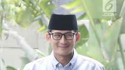 Bakal calon wakil presiden, Sandiaga Uno tiba di gedung KPK, Jakarta, Selasa (14/8). Kedatangan Sandiaga untuk melaporkan LHKPN yang merupakan bagian dari syarat pencalonan dirinya sebagai bakal cawapres. (Liputan6.com/Herman Zakharia)
