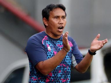 Bima Sakti Tukiman adalah seorang legenda hidup sepak bola Indonesia. Ia lahir di Balikpapan, Kalimantan Timur, pada tanggal 23 Januari 1976. (Bola.com/M Iqbal Ichsan)