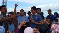 Mantan Komisioner KPU Jawa Tengah bernama Subkhan mengaku sebagai petani bawang di Brebes saat bertemu calon wakil presiden Sandiaga Uno. (Liputan6.com/Fajar Eko)