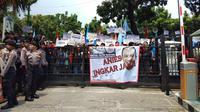 Buruh berdemo di Balai Kota menuntu janji Anies (Liputan6.com/Ady Anugrahadi)