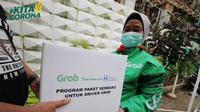 Grab Indonesia berkolaborasi bersama Human Initiative serta didukung oleh Sido Muncul menyalurkan paket sembako untuk mitra pengemudi Grab.