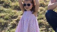 Putri Charlotte terlihat menari sambil mengenakan kacamata hitam saat menghadiri acara amal bertajuk Maserati Royal Charity Polo Trophy di Beaufort Polo Club, Gloucestershire, Minggu (10/6). Pangeran William ambil bagian dalam kegiatan tersebut (AP Photo)