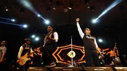 Saat tampil di Jatim Fair 2019, grup band Tipe-X membawakan sekitar 12 lagu, lagu tersebut didendangkan untuk X-Friend dan X-Angel (sebutan penggemar band Tipe-X) yang hadir di Grand City Surabaya. (Liputan6.com/IG/@lovesuroboyo)