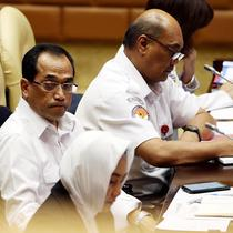 Menteri Perhubungan Budi Karya Sumadi saat rapat kerja (raker) dengan Komisi V DPR di Kompleks Parlemen, Senayan, Jakarta, Kamis (22/11). Raker dibuka dengan doa bersama untuk korban Lion Air PK-LQP. (Liputan6.com/JohanTallo)