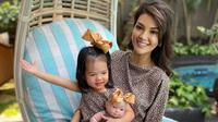 Farah Quinn dan putrinya, Amaira. (dok. Instagram @farahquinnofficial/https://www.instagram.com/p/CEn448MhVix/)