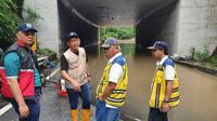 Menteri PUPR Basuki Hadimuljono melakukan penanganan di lokasi banjir.(Foto: Kementerian PUPR)
