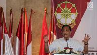 Jenderal purnawirawan Luhut Binsar Panjaitan memberi sambutan pada Deklarasi Dukungan Jokowi-Ma'ruf Amin sebagai Capres-Cawapres 2019, Jakarta, Minggu (12/8). Kata Cakra diambil dari bahasa Sansekerta. (Liputan6.com/Fery Pradolo)