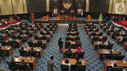 Suasana rapat paripurna DPRD  di Gedung DPRD DKI Jakarta, Kamis (3/10/2019). Rapat paripurna penetapan pimpinan DPRD DKI Jakarta telah selesai, nama-nama ketua dan wakil ketua dari lima fraksi, yakni PDIP, Gerindra, PKS, Demokrat dan PAN telah ditetapkan. (Liputan6.com/Herman Zakharia)