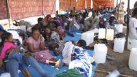 Pengungsi Ethiopia beristirahat di wilayah Qadarif, Sudan, Rabu (18/11/2020). Badan Pengungsi PBB mengatakan konflik yang berkembang di Ethiopia telah mengakibatkan ribuan orang melarikan diri dari wilayah Tigray ke Sudan. (AP Photo/Marwan Ali)