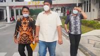 Bupati Kuansing Andi Putra datang Kejati Riau melaporkan pemerasan oleh Kejari Kuansing terhadap dirinya. (Liputan6.com/M Syukur)