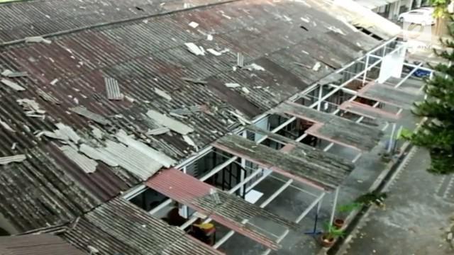 Angin puting beliung yang terjadi di Daerah Istimewa Yogyakarta selasa siang tidak saja menyapu kawasan Timoho Kota Yogyakarta.