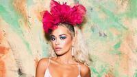 Rita Ora memakai anting karya desainer aksesori Indonesia, Rinaldy Yunardi. (dok. Instagram @rinaldyyunardi/https://www.instagram.com/p/BvQVg-Vj4AN/Putu Elmira)
