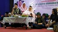 Shinta Nuriyah Abdurrahman Wahid, istri almarhum Presiden ke-4 Republik Indonesia KH Abdurrahman Wahid (Gus Dur), melakukan sahur bersama warga lintas agama. (Liputan6.com/Dian Kurniawan)