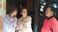 Empat bersaudara warga Kota Cirebon diduga mengalami gangguan jiwa dan tinggal di satu rumah kontrakan. Foto (Liputan6.com / Panji Prayitno)