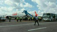 Pesawat Lion Air rute Ambon-Makassar itu berpenumpang 212 orang. (Liputan6.com/Eka Hakim)