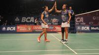 Ganda putri Indonesia Greysia Polii/Nitya Krishinda Maheswari lolos ke babak kedua BCA Indonesia Open Superseries Premier 2015 (Liputan6.com/Herman Zakaria)