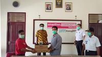 Smartfren berkolaborasi dengan Ruangguru melakukan kegiatan sosial di Kabupaten Natuna. Dok.