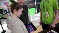 Victoria saat berada di toko Microsoft