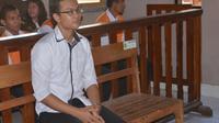 Terdakwa Amirul Afiq Bin Yazzed saat sidang vonis di PN Denpasar, Selasa (4/9) (Adrian Suwanto)