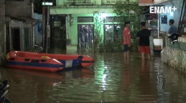 Kawasan Rawajati Jakarta Selatan terendam banjir akibat meningkatnya debit air di Bogor rabu 8/3/2017