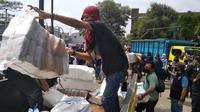 BNN mengamankan truk pisang bermuatan 500 kilogram ganja di Bekasi. (Bam Sinulingga/Liputan6.com).