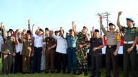 Bengkulu menyatakan siaga mudik 2018 selama 24 jam dalam apel gabungan yang dipimpin Kapolda Coki Manurung (Liputan6.com/Yuliardi Hardjo)