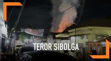 Polisi memastikan istri dan anak terduga teroris di Sibolga meledakkan diri di dalam rumah. Polisi bahkan menyebut istri terduga teroris tersebut lebih keras terpapar paham terorisme.
