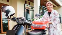 Bagaimana Caranya Agar Hijaber Tetap Aman Ketika Mengendarai Motor? (Foto: Shutterstock)