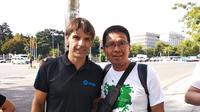 Jurnalis KLY Sports, Nurfahmi Budiarto, bersua legenda Real Madrid, Fernando Morientes, di Madrid, Spanyol.  (Bola.com / Nurfahmi Budiarto)