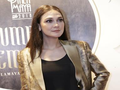 Luna maya kerap tampil simple namun elegan. Ia sering menghadiri acara dengan gaya sederhana. (Kapanlagi.com/Agus Apriyanto)