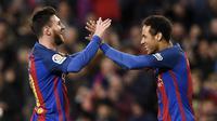 Trio MSN yang beranggotakan Lionel Messi, Luis Suarez dan Neymar sukses mengukir catatan fantastis yaitu menorehkan 364 gol selama bersama di Barcelona. (AFP/Lluis Gene)