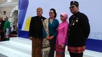 Menteri Keuangan Sri Mulyani dan Sekretaris Jenderal Kementerian Keuangan Hadiyanto usai mengikuti upacara peringatan Hari Sumpah Pemuda dan Hari Oeang. (Fiki/Liputan6.com)
