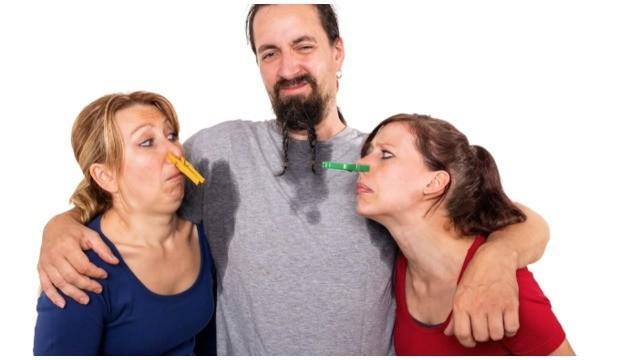 Tak hanya aktifitas yang berlebih, beberapa makanan ini pun membuat badan anda tak sedap saat dicium.