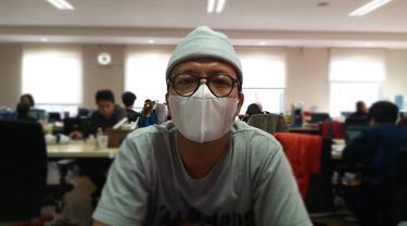 Ilustrasi orang pakai masker saat wabah Virus Corona COVID-19 di Indonesia.