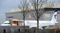 Sebuah pesawat Airbus A321 milik IranAir di hanggar Hamburg, Jerman, pada 19 Desember 2016. (Sumber Reuters)