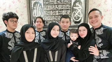 Lyra Virna dan keluarga. (Foto: Instagram @lyravirna)