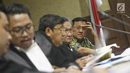 Terpidana kasus suap kuota pembelian gula impor di Perum Bulog untuk terpidana Irman Gusman saat menjalani sidang peninjauan kembali (PK) di Pengadilan Tipikor, Jakarta, Rabu (31/10). Liputan6.com/Herman Zakharia)