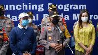 Kapolda Metro Jaya, Irjen Fadil Imran meninjau pelaksanaan vaksinasi Covid-19 massal di beberapa lokasi di Kampung Tangguh Jaya.