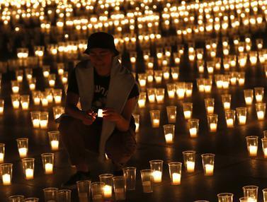 FOTO: Nyala Lilin untuk Korban Meninggal Akibat COVID-19 di Republik Ceko