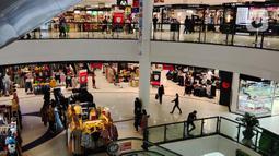 Suasana salah satu pusat perbelanjaan di Tangerang, Jumat, (23/10/2020).  BPS menyebutkan deflasi yang terjadi selama tiga bulan berturut-turut dari bulan Juli hingga September ini menandakan kalau daya beli masyarakat Indonesia masih sangat lemah di masa pandemi. (Liputan6.com/Angga Yuniar)