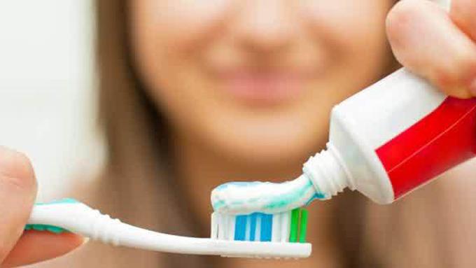 4 Cara Aman Memutihkan Gigi Menguning Beauty Fimela Com