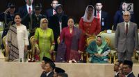 Presiden ke-5 RI Megawati Soekarnoputri duduk bersebelahan dengan Ibu Negara Iriana dan istri Wakil Presiden, Mufidah Kalla serta istri presiden keempat Abdurahman Wahid, Sinta Nuriyah dalam Sidang Tahunan MPR Tahun 2019 di Kompleks Parlemen, Jakarta, Jumat (16/8/2019). (Liputan6.com/Johan Tallo)