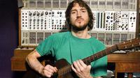 John Frusciante (beardedgentlemenmusic.com)