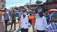 Wali Kota Manado GS Vicky Lumentut saat memantau kondisi Pasar Pinasugkulan Karombasan, Manado.