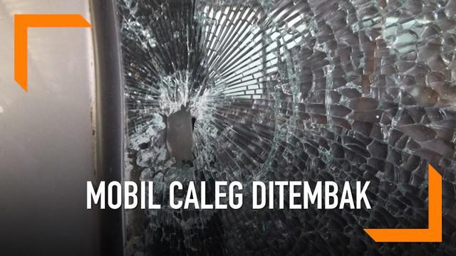 Mobil seorang caleg di Manado diduga ditembak oleh orang tak dikenal saat terparkir di rumahnya.