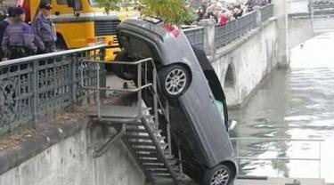 6 Posisi Kendaraan saat Alami Kecelakaan Ini Bikin Melongo
