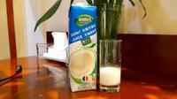Minuman sari kelapa di China, coconut juice. (Liputan6.com/Tanti Yulianingsih)